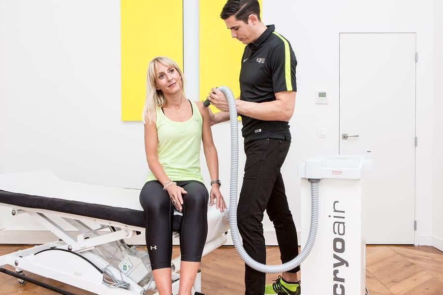 séance de kinésithérapie du sport après une blessure à l'épaule